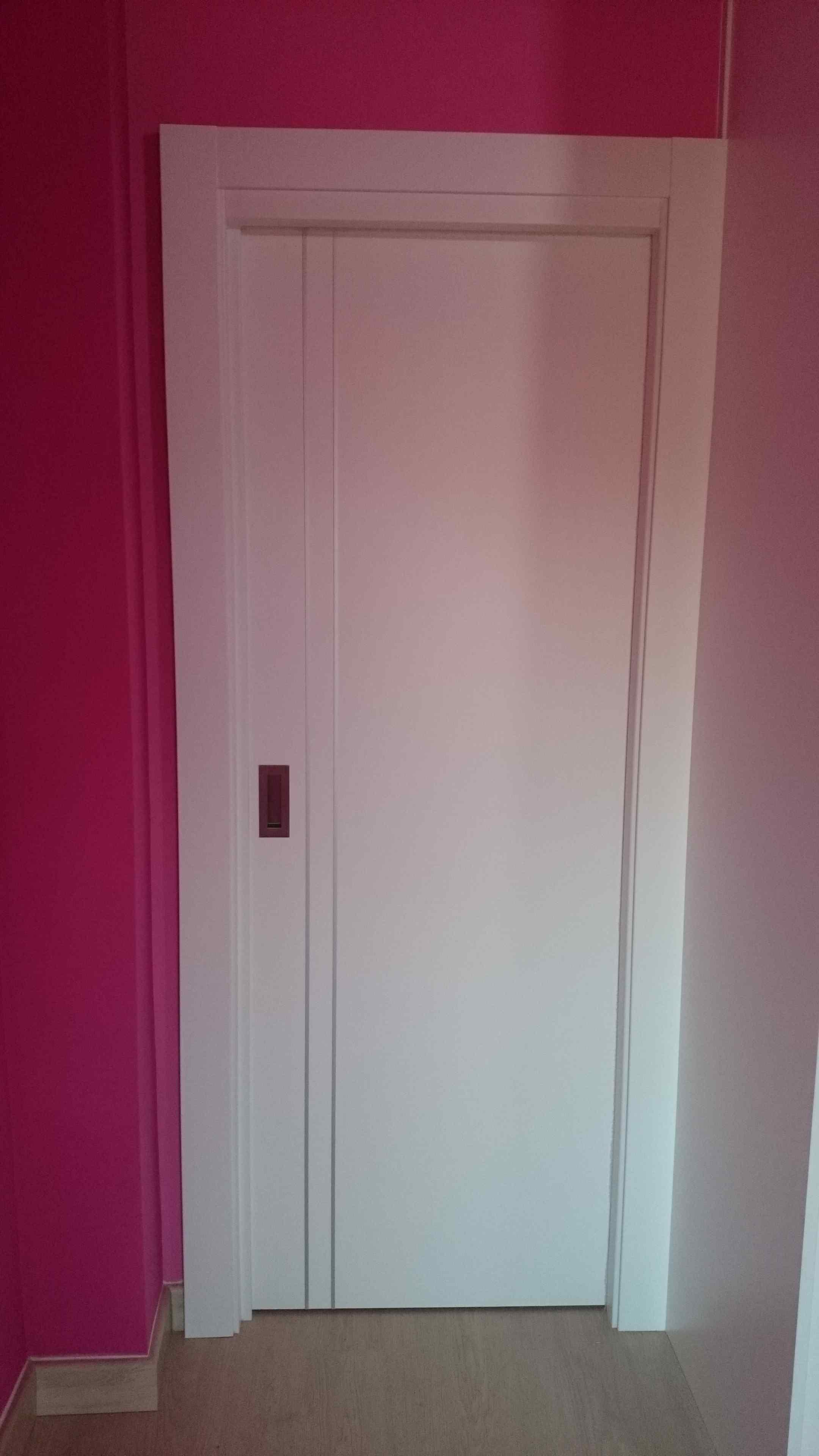 Carpintería Familia Murcia » Puertas lacadas blancas con dos líneas ...