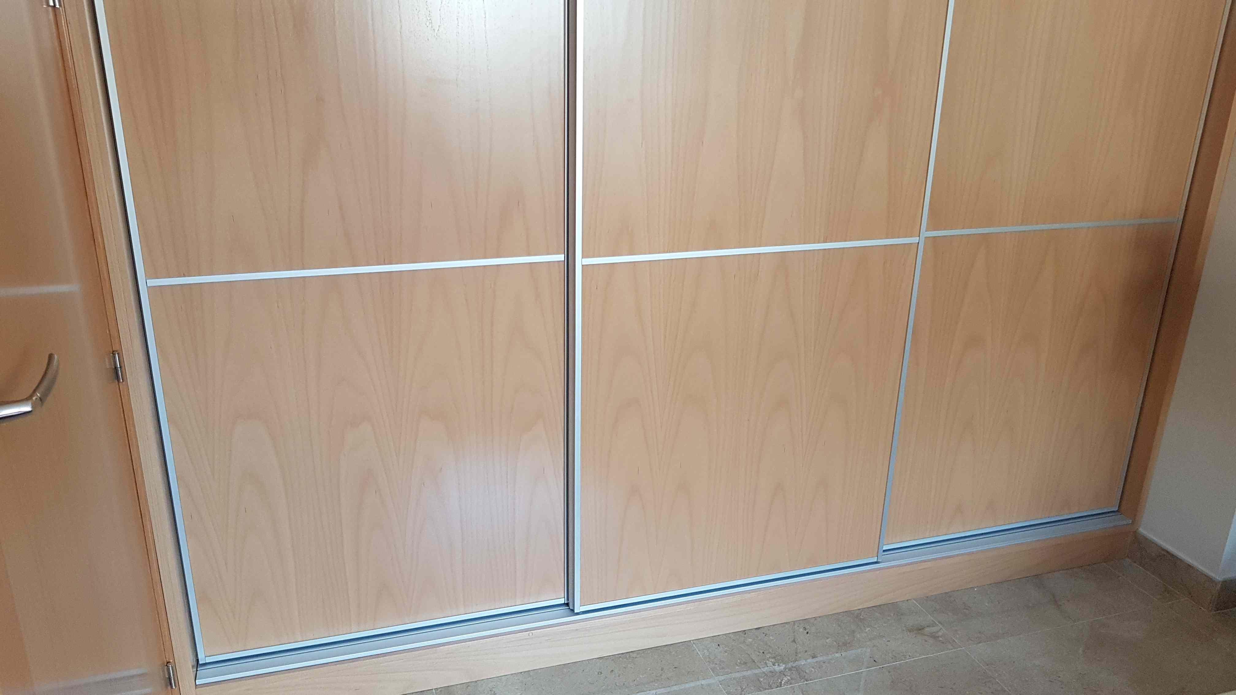 Carpinteria Familia Murcia Armarios En Haya Barnizada Con Puertas - Puertas-japonesas-deslizantes