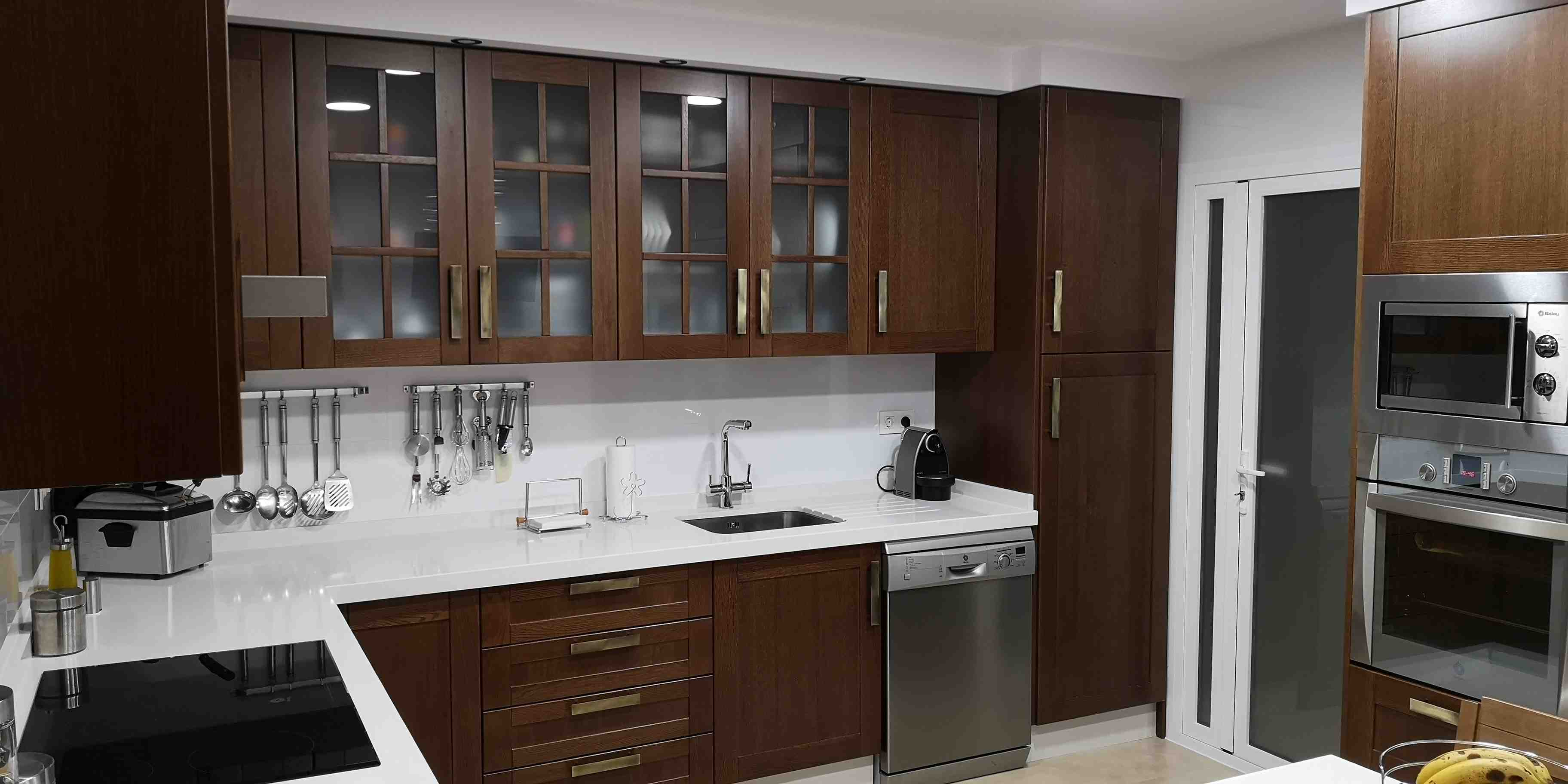 Carpinter a familia murcia cocina en roble macizo color - Cocinas color roble ...